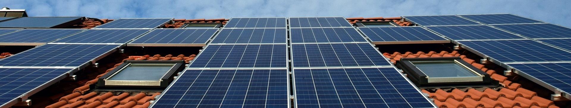 Panneaux photovoltaïques sur bâtiment